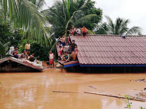 Das Wasser überflutete sechs Dörfer, 1300 Familien sind obdachlos. ABC Laos News