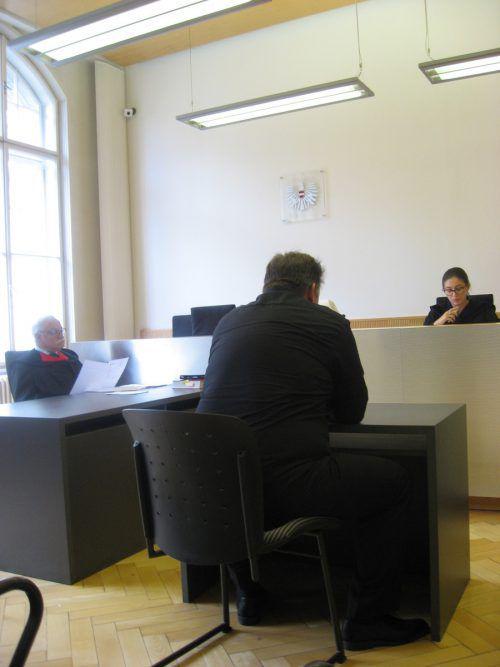 Der Angeklagte am Mittwoch vor Richterin Sabrina Tagwercher. EC