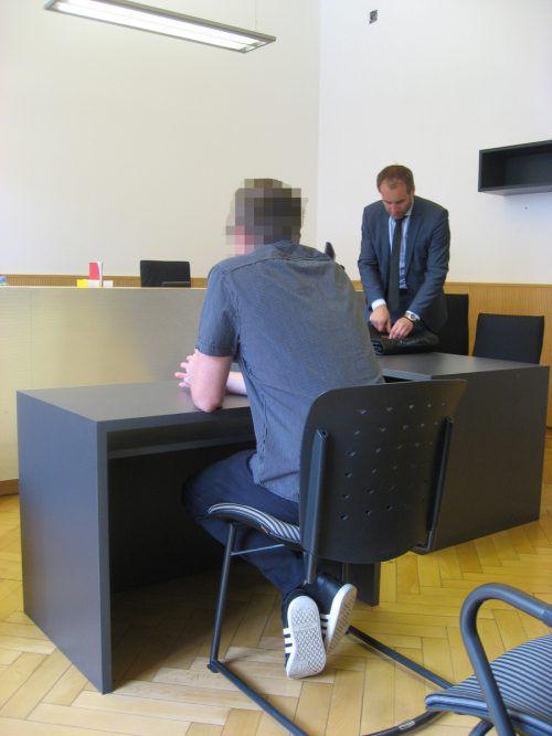 Der Angeklagte mit seinem Verteidiger Alexander Juen. Eckert