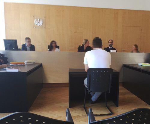 Der Angeklagte vor Richterin Claudia Hagen und Richter Andreas Böhler gestand keine Schuld ein.VN/Gs