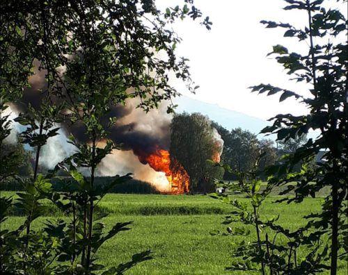 Der brennende Stadel in Hohenems. polizei