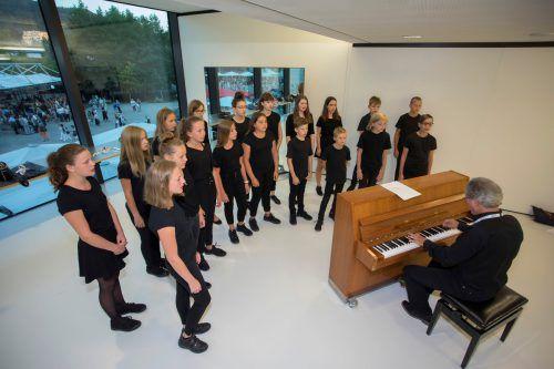 Der Chor der Musikmittelschule Bregenz-Stadt ist im Festspielhaus und auf der Seebühne im Einsatz. VN/Paulitsch