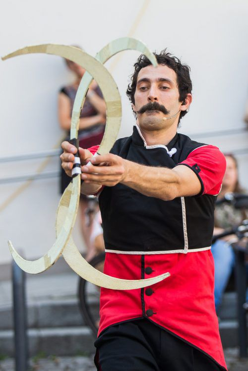 Der Ciro Lumiere beeindruckt mit einer Familien-Zirkus-Show.