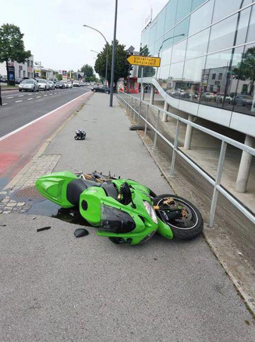 Der deutsche Fahrer dieses Motorrades konnte einem Pkw nicht mehr ausweichen. vol.at