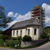 Kirchturm eingekleidet