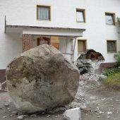 20 Tonnen schwerer Fels donnert in Tirol gegen Haus