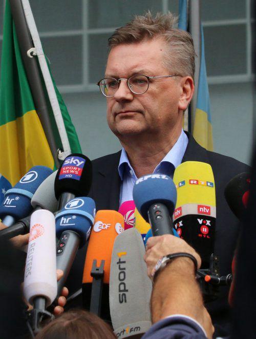 DFB-Präsident Reinhard Grindel befindet sich derzeit Im Fokus. 49,7 Prozent der Deutschen legen ihm den Rücktritt nahe.afp