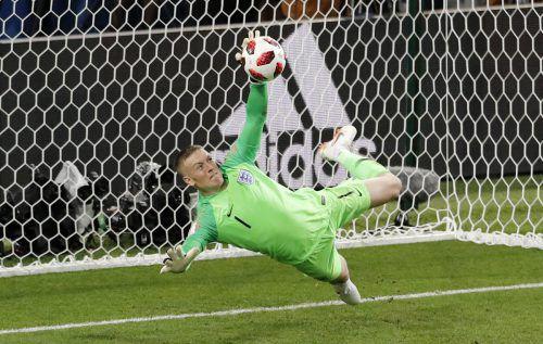 Die entscheidende Situation im Elfmeterschießen: England Jordan Pickford hält den Elfer von Kolumbiens Carlos Bacca.ap