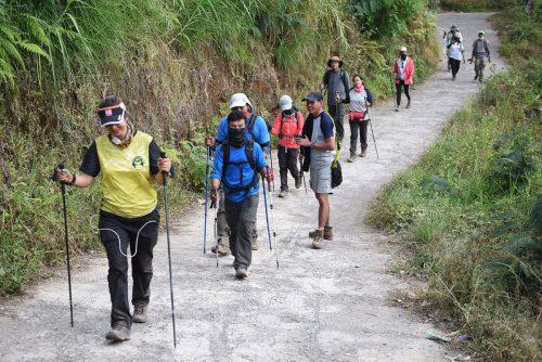 Die ersten Wanderer konnten nach dem Erdbeben den Nationalpark verlassen. Reuters