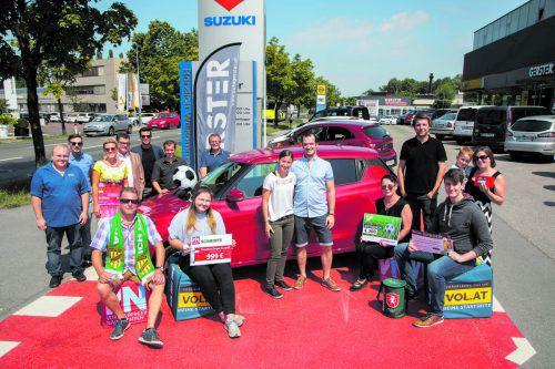 Die Gewinnübergabe ging am Freitag beim Autohaus Gerster in Dornbirn über die Bühne. Gewinnerin Sabrina Felder gab anschließend erstmals mit dem Suzuki Swift Gas.Paulitsch