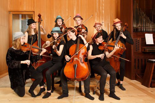 Die Messis Cellogruppe wird am Sonntag im Klosterhof für gute Unterhaltung sorgen. messis cellogruppe