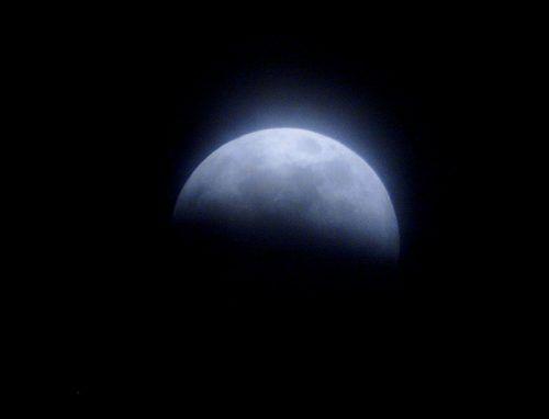Die Mondfinsternis am nächsten Freitag beginnt um 22 Uhr. epa