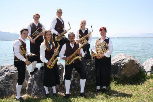 Die Musikanten laden zum Lochauer Dorffest in die überdachte Open-Air-Arena. bms