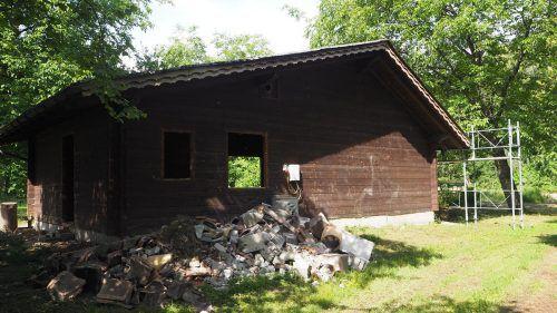 Die Sanierungs- und Adaptierungsarbeiten an der Jagdhütte im Bereich Altwies laufen bereits. Im Außenbereich entsteht ein Naturspielplatz. Egle