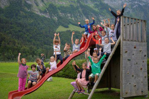 Die Schnepfauer Volksschüler und Kindergartenkinder freuen sich jetzt auf die Sommerferien. VN/Paulitsch