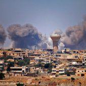 Hunderttausende Syrer fliehen vor Luftangriffen