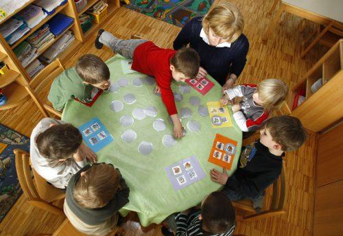 Die Vorschläge des Bundes zur Kinderbetreuung lösen bei den Ländern Bedenken aus. APA