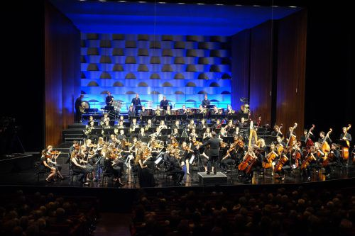 Dirigent Christoph Eberle bündelt nicht nur das musikalische Potenzial im Bodenseeraum, sondern bietet auch eine Plattform, die ohne Konkurrenzkampf auskommt. Quarta 4