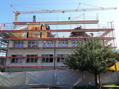 Durch die Anhebung des Daches werden neue Räume geschaffen. me