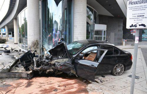 Durch die Wucht des Aufpralls wurde der Motorblock völlig abgerissen. Polizei