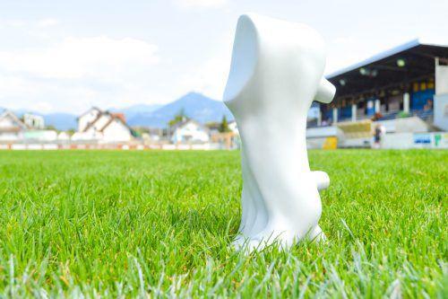 """Ein interessantes Kunstobjekt haben Marco Spitzar und Roland Adlassnigg mit dem FCL-Stollenfuß """"Emil"""" entworfen.FC Lustenau"""