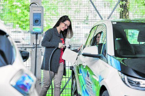 Elektroautos sind Trend und die Ladeinfrastruktur wird immer besser bei inzwischen 450 öffentlichen Ladestationen und 18 Schnellladern.