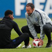 Englands Teammanager Southgatebläst zur Jagd auf WM-Titel