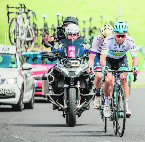 Etappensieger Alexey Lutsenko aus Kasachstan und Matej Mohoric hatten sich früh vom Feld abgesetzt. Im Finish setzte sich Lutsenko dann vom Slowenen ab. APA