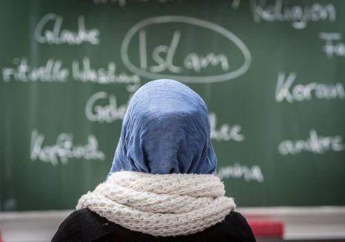 Das Kopftuchverbot soll auf Unterstufen und Lehrerinnen ausgeweitet werden.dpa