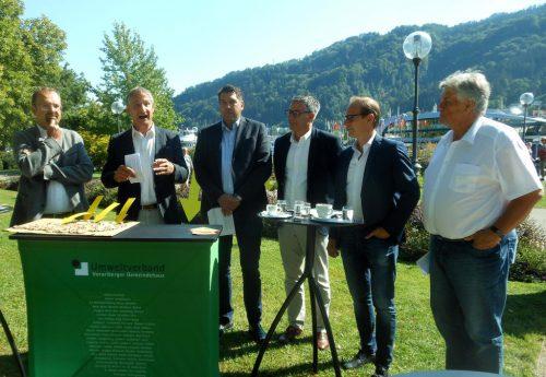 Der Bregenzer Bürgermeister weist mit seinen Amtskollegen auf die neue Littering-Verordnung hin.