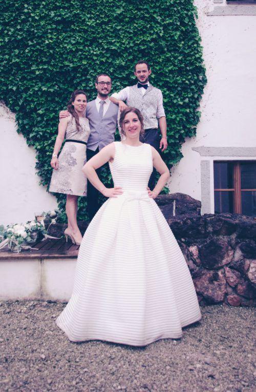 Für den von den Trauzeugen flankierten Bräutigam steht seine Braut immer im Vordergrund.Helmberger