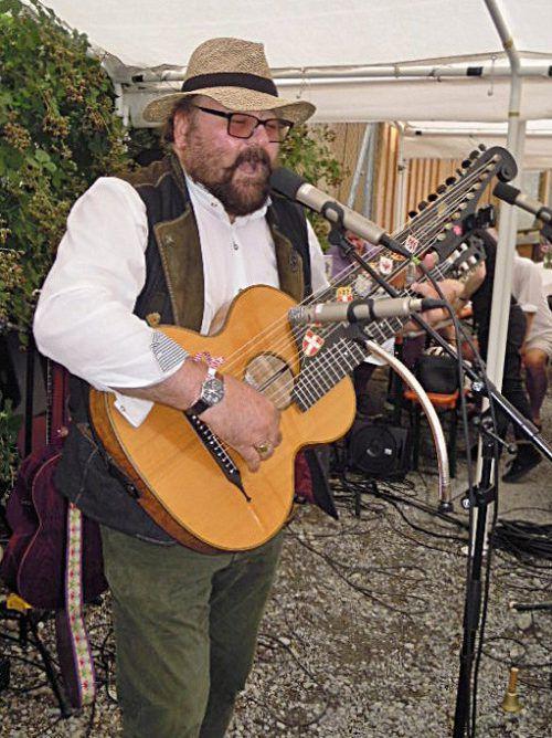 Für Unterhaltung sorgt auch (Wiener)Lieder-Sänger Martin Ortner.