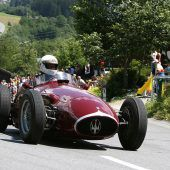 Ein Formel-1-Maserati am Arlberg