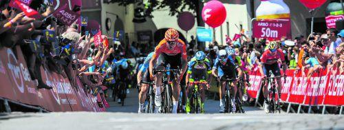 Giovanni Visconti beim Zielsprint auf dem Feldkircher Montfortplatz. Nach dem zweiten Rang bei der Auftaktetappe ist der Italiener nach dem Etappensieg in Fulmpes nun Gesamtleader der Ö-Radrundfahrt.Steurer