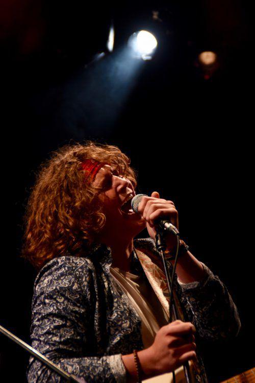 Gitarrist und Sänger Carlo Sossella legte sich mit seiner Band NO3 voll ins Zeug.