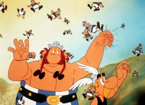Gleichsam wie die Gallier Obelix (l.) und Asterix ihre Feinde, die Römer, durch die Luft wirbeln, so dribbelte Kylian Mbappé durch die gegnerischen Abwehrreihen.dpa