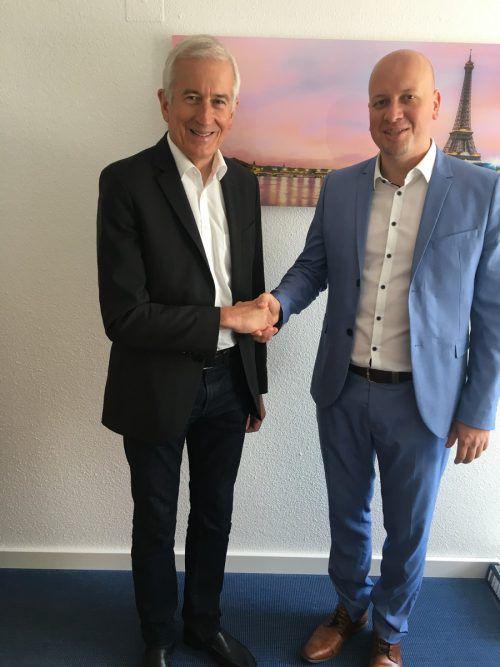 Gratulierte dem frischgebackenen Unternehmer: Der Feldkircher Bürgermeister Wilfried Berchtold und Versicherungsmakler Stefan Kollmann. sca