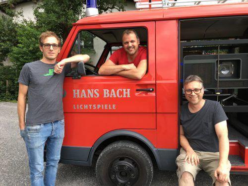 Gunter Fetz, Alexander Rüf und Obmann Jürgen Bereuter mit der Kino-Feuerwehr.VN/Mayer