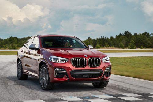 Hat an allen Ecken und Enden zugelegt, nur das Dach ist um einen Millimeter niedriger: der BMW X4 in seiner zweiten Generation.Werk