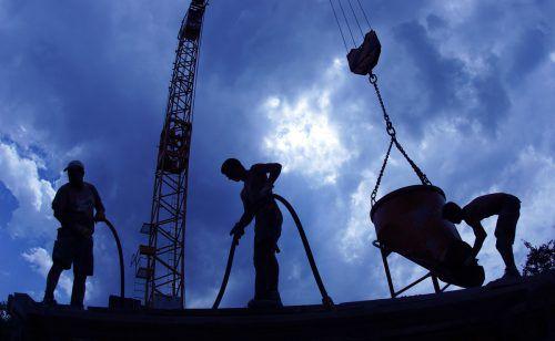 Hauptsächlich kleine und mittlere Vorarlberger Firmen am Bau profitierten bisher von der Schwellenwerteverordnung, die nun verlängert wurde.Berchtold