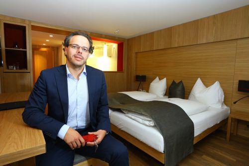 Hotelier Hubert Schwärzler sorgt für leichte Entspannung am Bettenmarkt. Das Traditionshotel erweitert das Angebot um 30 Zimmer und Suiten.VN/Hb