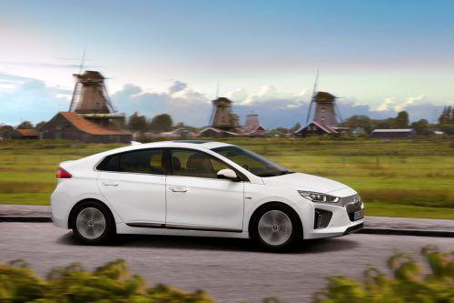 Hyundai Ioniq: Die drei Varianten des als Elektriker respektive elektrifizierten entwickelten Südkoreaners sind an Design-Details unterscheidbar.