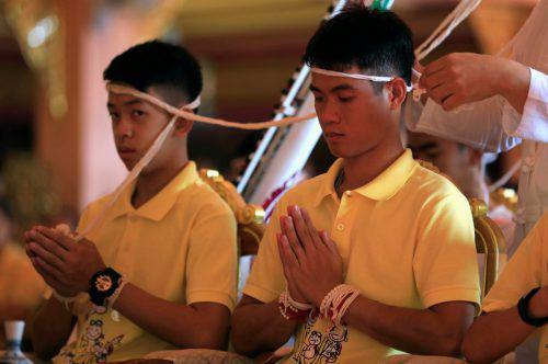 Im Tempel ehrten die Geretteten auch den verunglückten Rettungstaucher.Reuters