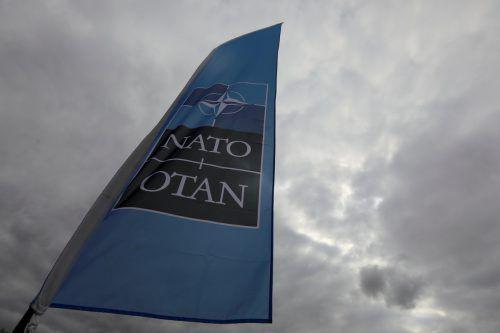 In Brüssel wurde anlässlich des Gipfels die Nato-Flagge gehisst. reuters