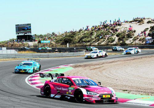 In den Sanddünen von Zandvoort gelang Audi-Pilot René Rast (im Vordergrund) endlich der erste Saisonsieg. audi