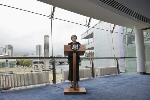 In einer Rede in Nordirlands Hauptstadt Belfast hat Premierministerin Theresa May am Freitag für ihre Brexit-Pläne geworben. AP