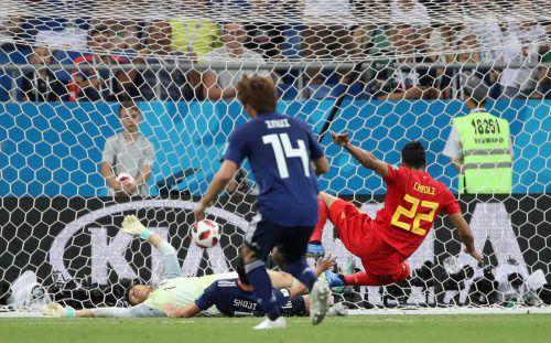 In letzter Sekunde erzielt Belgiens Nacer Chadli in einem wahren Fußball-Krimi gegen Japan den 3:2-Siegtreffer.reuters