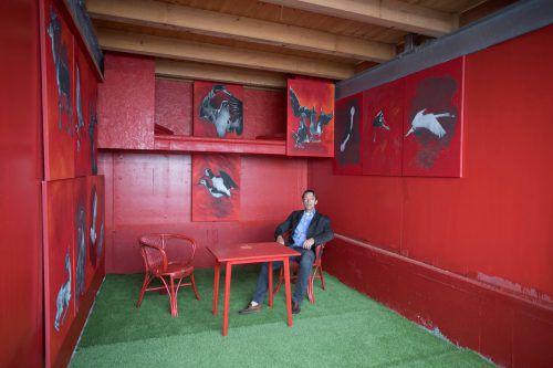 Initiator Gregor Koller in der Installation von ONA B.