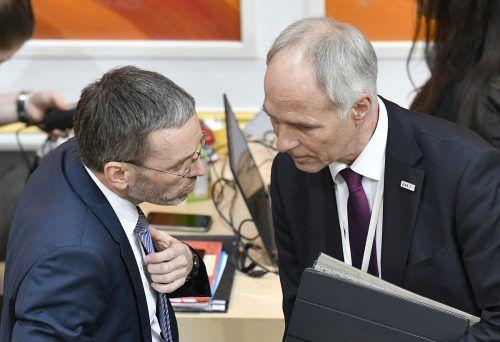 Innenminister Herbert Kickl (FPÖ) und der Generalsekretär im Innenministerium, Peter Goldgruber, unterstützen die Maßnahmen gegen BVT-Mitarbeiter. apa
