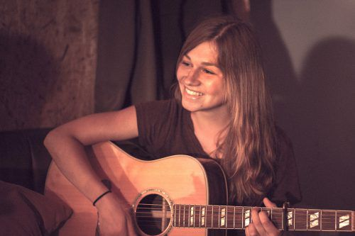 """Irina Schneider und """"asante"""" präsentieren am 27. Juli die erste CD im Pfarrzentrum Höchst."""